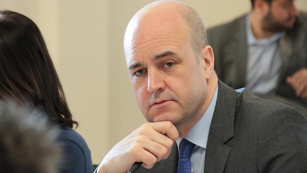 Statsminister Fredrik Reinfeldt (M) funderar. Foto: Leif Johansson/Sveriges Radio.
