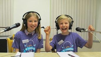 För Kunskapsskolan klass 5 tävlar Lova Sund och Claes Lewenhaupt. Foto: Johanna Jennische/Sveriges Radio.
