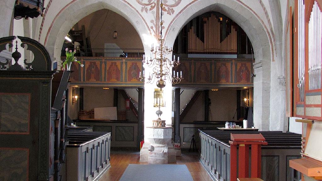 Hejde kyrka med orgelläktare. Foto:Håkan Erlandsson/SR Gotland