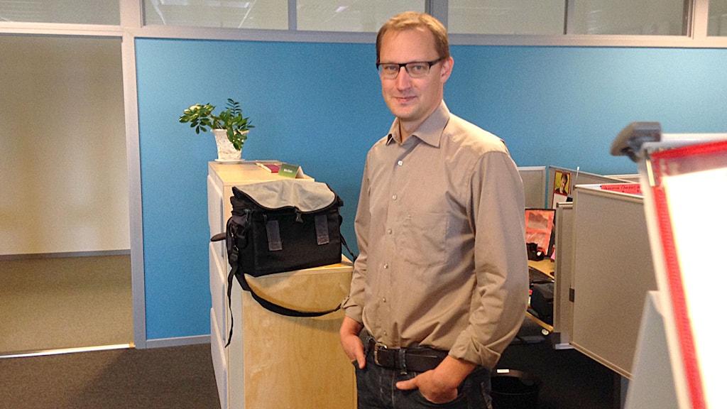 Fredrik Dahlby på Försäkringskassans utlandskontor i Visby. Foto: Patrik Annerud/Sveriges Radio