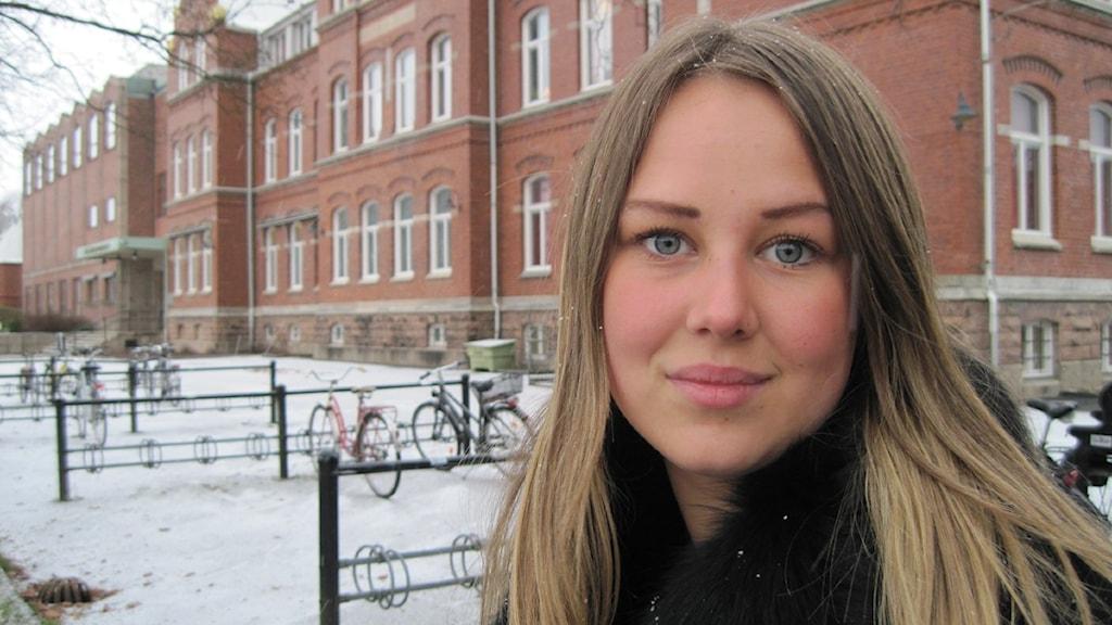 Emilia Kolander på Bäckängsgymnasiet fick betala dyrt för miniräknaren. Foto: Bo Thorin.