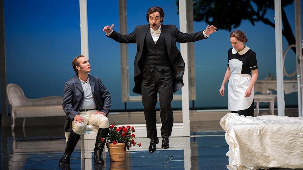 Thomas Oliemans (Greve Almaviva), Markus Schwartz (Figaro), Sofie Asplund (Susanna) Foto: Mats Bäcker/Göteborgsoperan