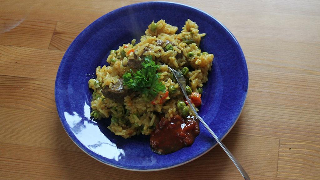 Den afrikanska festrätten pirao, av kött, ris, grönsaker och curry. Foto: Fia Gulliksson.
