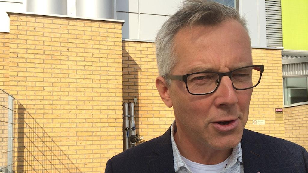 Torbjörn Karlsson (S) i Trelleborg berättar att han tror på majoritetsstyre med S i spetsen. Foto: Anton Kalm/SR
