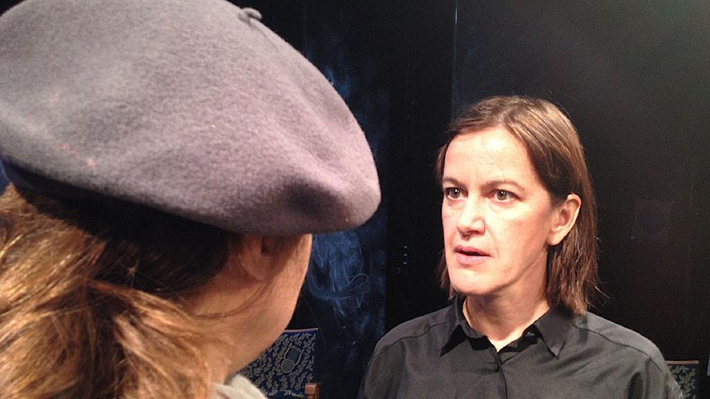Cecilia Lindqvist spelar Ottar och Katarina Lundgren-Hugg i basker, spelar Moa Martinsson. Foto: David Richter/Sveriges Radio