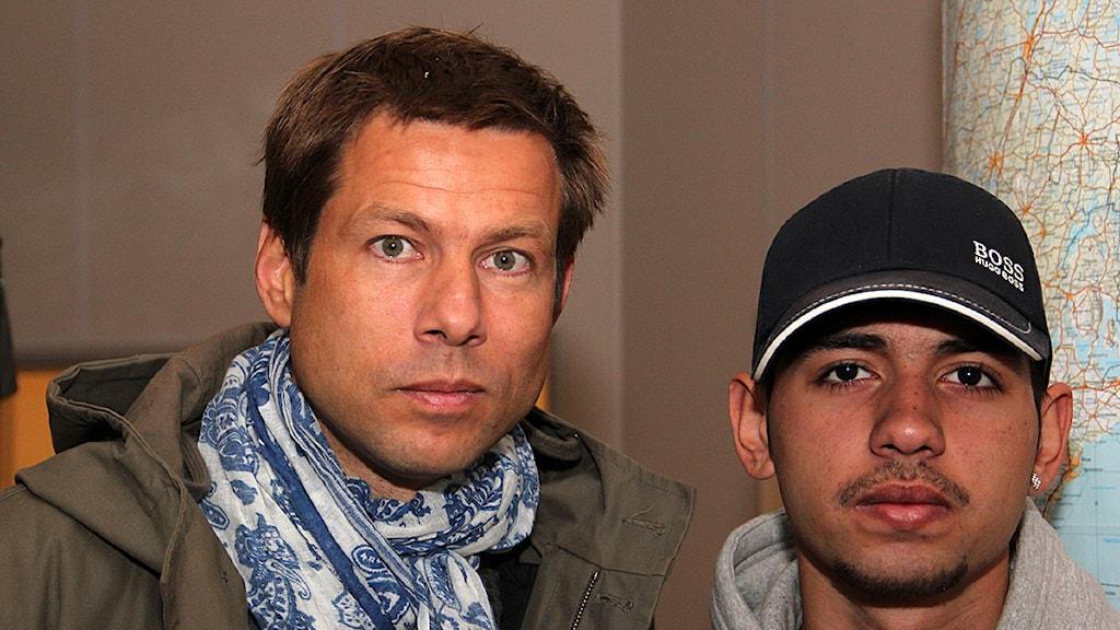 Journalisten Niklas Orrenius och unge rapparen Dusan Marinkovic talade om året som gått efter avslöjandet om romregistret. Foto: Hans Zillén/Sveriges Radio