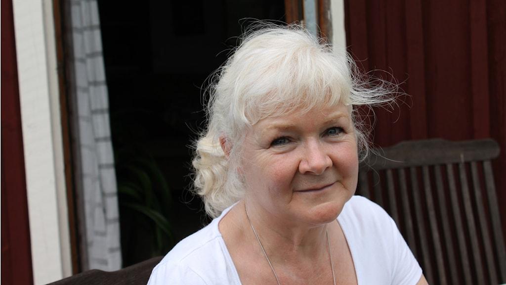 Ann-Christin Rosenberg är elöverkänslig och tvingas bo en bit utanför Lidköping för att inte bli sjuk av den höga strålningen som finns inne i staden. Foto: Jessica Shanthi Säll /Sveriges Radio.