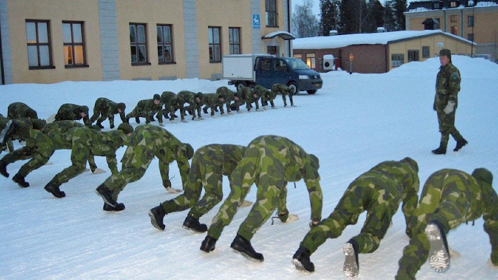 Frivilliga soldater p4 norrbotten sveriges radio for Radio boden 98 2 mhz