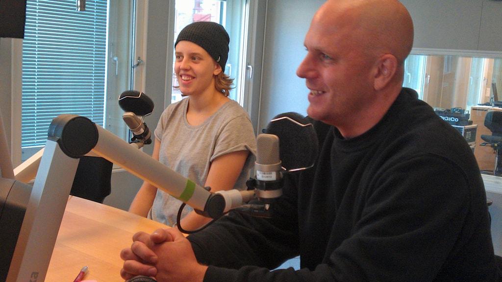 MSSK:s målvakt Maria Omberg och tränare Anders Eliasson. Foto: André Pettersson/Sveriges Radio.