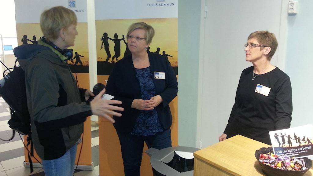 Eleonor Norgren i samspråk med Eva Lakso och Inga-Lill Tunlind, familjerättssektionen Luleå kommun