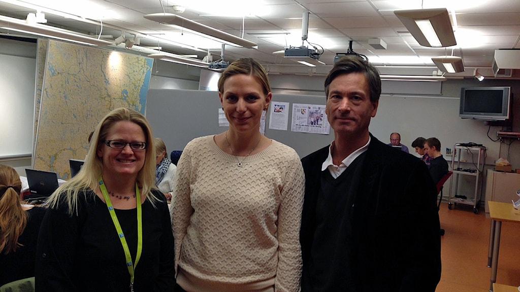 Åsa Berggren, valhandläggare, Jenny Blomberg, valhandläggare och Daniel Ström, chefsjurist på Länsstyrelsen. Foto: Staffan Mälstam/Sveriges Radio.
